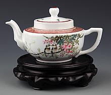 A COLORFUL PAINTED PORCELAIN TEA POT