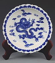 A FINELY DRAGON PAINTED BLUE AND WHITE PORCELAIN PLATE