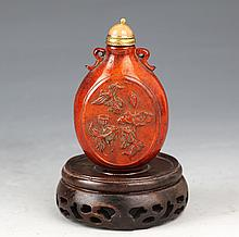 A FINELY HORN CARVED SNUFF BOTTLE