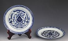 A PAIR OF FINELY PAINTED PORCELAIN PLATE