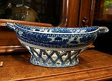 C18th blue & white pearlware cake basket