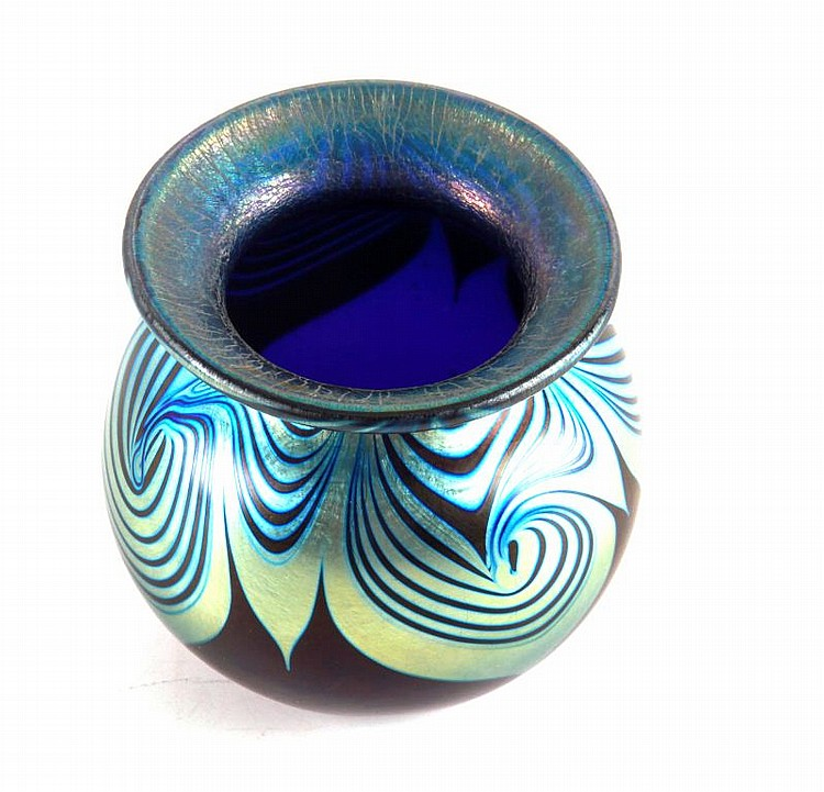 STEVEN CORREIA SIGNED IRIDESCENT ART GLASS VASE