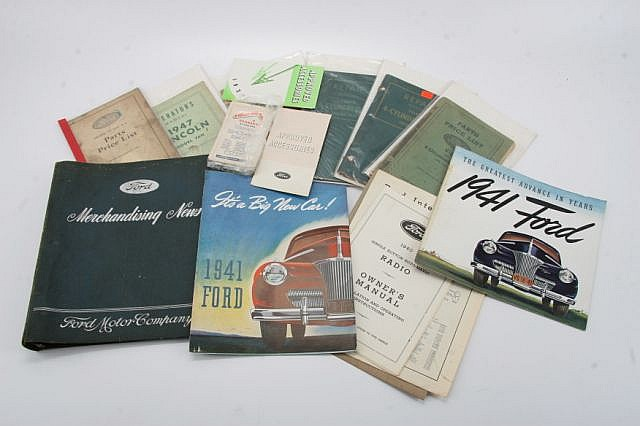 LOT OF FORD LINCOLN BOOKS, MANUALS, BROCHURES