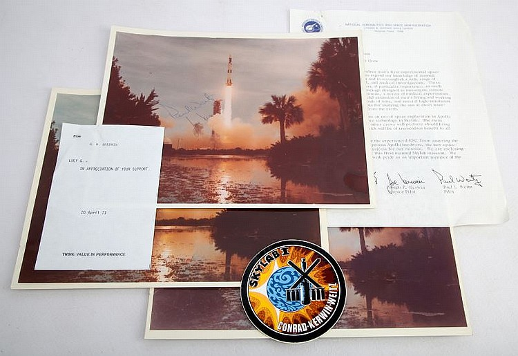 SKYLAB I LETTER STICKER AND AUTOGRAPHED PHOTOGRAPH