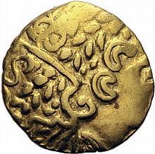 AMBIANI (Bassin de la Somme). (2ème siècle avant J.C.) 1/4 de statère d'or. A/. Tête à droite, à la chevelure abondante. R/. Cheval à droite, conduit par un aurige. Rosace au-dessous. - Références: Delestrée et Tache, n°59 - Muret, n°7884 - Scheers,