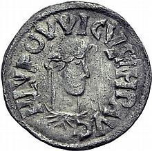 LOUIS LE PIEUX (janvier 814-20 juin 840). Denier de Melle, 814-819. A/. HLVDOVVICVS IMP AVG buste drapé et lauré à droite. R/. +METALLV M coins monétaires entre deux marteaux. - Références: Gariel, n°73 - Prou, n°712 - Morrison et Grunthal, n°396 -