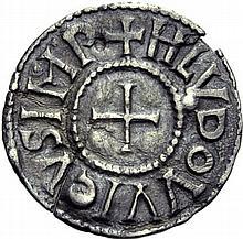Denier de Paris, jusqu'en 823. A/. HLVDOVVICVS IMP croix. R/. PARISII dans le champ. - Références: Gariel, n°92 - Prou, n°317 - MG, n°361 - Argent. 1,50g. (3h). TB.