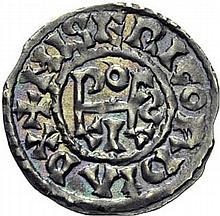 LOUIS II (877-879) ou LOUIS III (879-5 août 882). Obole de Tours. A/. (9h) +MISERICORDIA RX monogramme de Ludovicus. R/. +TVRONES CIVITAS croix. - Références: Crinon, n°10 - Gariel, n°6 - Prou, n°460 - MG, 1257 - Argent. 0,74g. (6h). Superbe. Très
