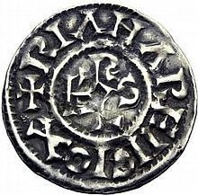 CHARLES LE SIMPLE (28 janvier 893-destitué en 923). Denier attribuable à Langres. A/. (9h) +RIANA REIIGIOX monogramme de Karolus. R/. +CAROLVS REX croix. - Référence: Gariel, I, trésor de Langres, pl. XXII et XXIII - Argent. 1,56g. (7h). Très Beau.
