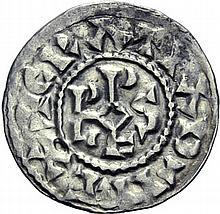 Denier contemporain d'Orléans. A/. (9h) +GRATIA D-I REX monogramme de Rodvlfvs. R/. +AVRELIANIS CIVTAS croix. - Références: Duplessy, n°1 var. - Dumas, n°13 var. - Prou, n°528 var. - MG, n°1595/1597 - Argent. 1,41g. (10h). Presque Très Beau.