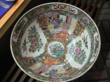 Large 19 c Chinese Export Famillie Rose Bowl
