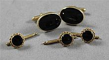 FIVE PIECE STAMPED 14K YELLOW GOLD AND ONYX CUFF LINK SET, CUFF LINKS 3/4