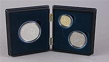 US MINT CIVIL WAR BATTLEFIELD COMMEMORATIVE COINS, 1995 $5 GOLD COIN, SILVER DOLLAR AND SILVER CLAD HALF DOLLAR