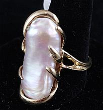 STAMPED 14K YELLOW GOLD LARGE BAROQUE PEARL FASHION RING, SIZE 7, 7.9 GRAMS TOTAL