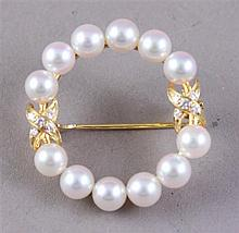 SIGNED MIKIMOTO STAMPED 18K YELLOW GOLD PEARL PIN WITH DIAMOND ACCENTS, 1 1/4' DIAMETER, 6.7 GRAMS TOTAL