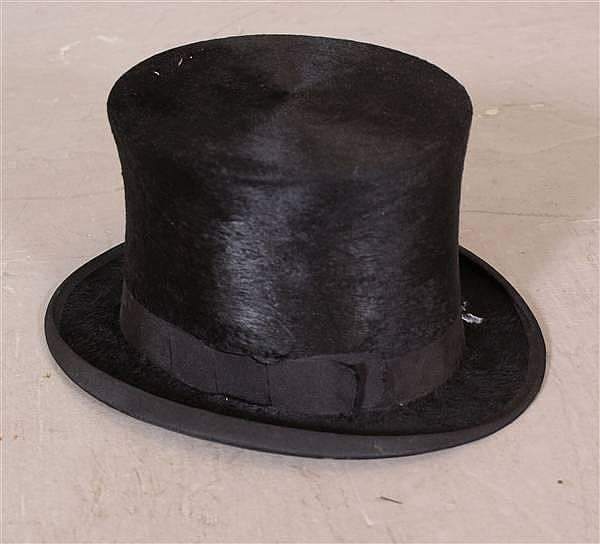 19TH CENTURY PARIS BEAVER TOP HAT