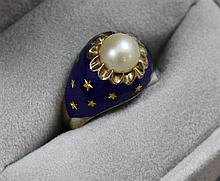 STAMPED 14K COBALT ENAMELED WITH PEARL AND STAR ACCENTS, SIZE 6 1/4, 5.6 GRAMS TOTAL