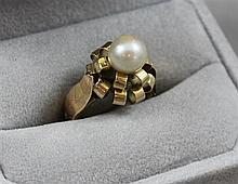 STAMPED 18K YELLOW GOLD CULTURED PEARL RING, SIZE 6, 6.4 GRAMS TOTAL
