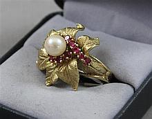 STAMPED 14K YELLOW GOLD FLOWER FASHION RING WITH PEARL ACCENT, SIZE 5 1/2, 8.7 GRAMS TOTAL