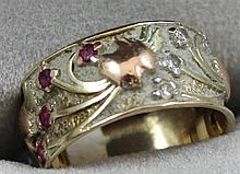 STAMPED 14K TWO TONE WIDE BAND WITH RUBY ACCENTS, SIZE 6 3/4, 4.1 GRAMS TOTAL