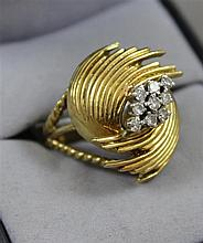 STAMPED 18K YELLOW GOLD SWIRL DESIGN FASHION RING WITH DIAMOND ACCENTS, SIZE 8,  11.4 GRAMS TOTAL