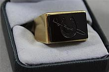 STAMPED 14K YELLOW GOLD RING WITH HORSE SHOE MOTIFF, SIZE 11 1/4, 14.6 GRAMS TOTAL
