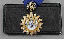 1975 PAST MASTER KANE LODGE NO. 454 GOLD MEDAL WITH DIAMONDS, MOONSTONE, HAND PAINTED IN ORIGINAL CASE, APPROX. WIEGHT 42.57 GRAMS