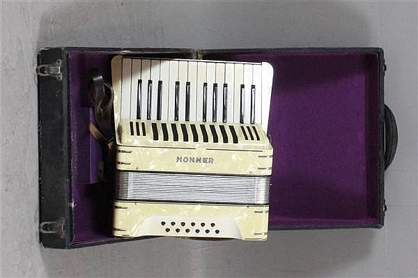 HOHNER GERMANY ACCORDION INCLUDING CASE