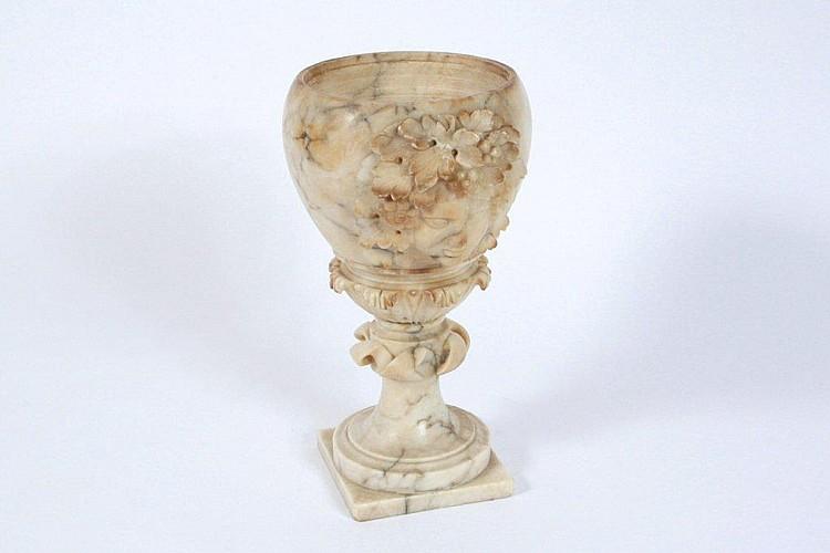Alabastervase, rigt dekoreret med akantusblade og