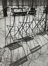 ¤ André KERTÉSZ (1894-1985) JARDIN DES TUILERIES, PARIS, 1927