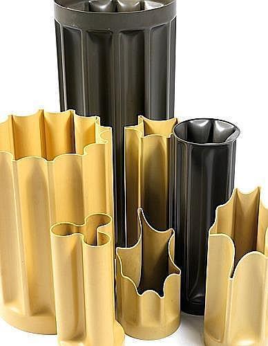Enzo MARI (Né en 1932) Ensemble de sept vases