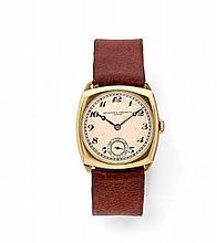 VACHERON CONSTANTIN N°256886 vers 1920 Montre bracelet en or jaune 18k (750).  Boîtier coussin. Cadran crème avec chiffres ara...