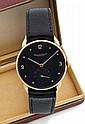 IWC N° 1079536 Vers 1963 Belle montre bracelet en or. Boîtier rond, anses cornes de vache. Cadran noir avec index pointes et chi...