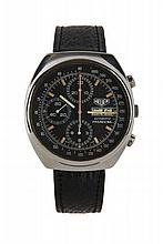 HEUER PASADENA, vers 1970 Chronographe bracelet tonneau en acier