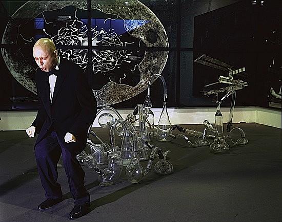Gilles BARBIER (né en 1965) ORGUE A PET, L'effort, 1996 technique mixte: cire, éléments en verre soufflé, compresseur et appeaux