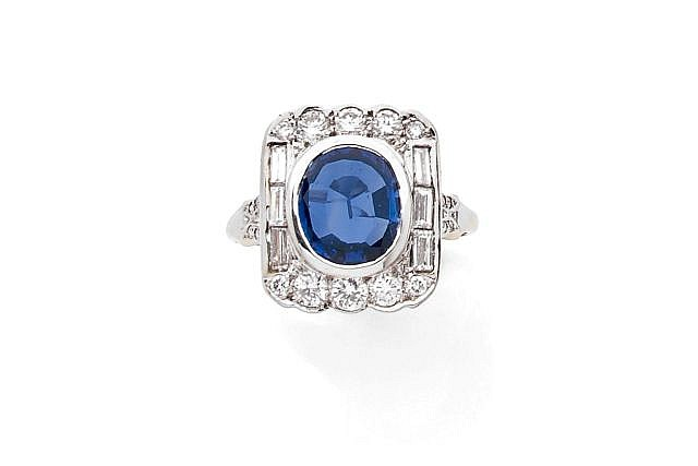 A SAPPHIRE, DIAMOND AND WHITE GOLD RING
