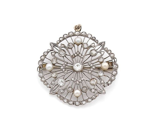 A DIAMOND, PLATINUM AND WHITE GOLD BROOCH-PENDANT, CIRCA 1930