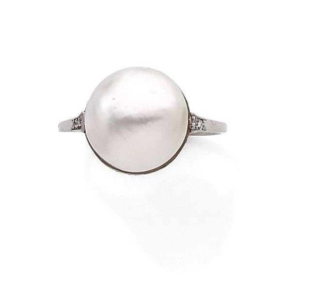 A NATURAL PEARL BUTTON RING