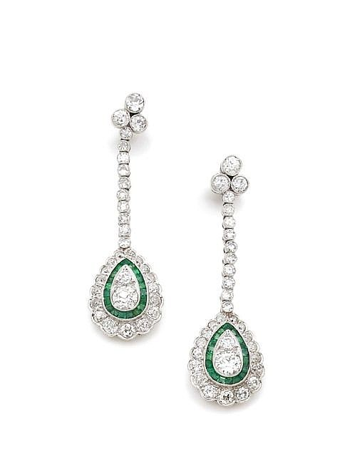 A PAIR OF DIAMOND, EMERALD AND PLATINUM EAR PENDANTS