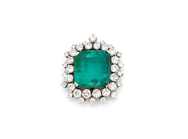 A DIAMOND, EMERALD AND GOLD PENDANT