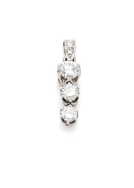 A DIAMOND AND WHITE GOLD EAR PENDANT