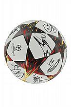 BALL FROM PARIS SAINT-GERMAIN/FC BARCELONE - 30/09/2014  Victory of Paris Saint - Germain 3 - 2 Dedicated by the entire team