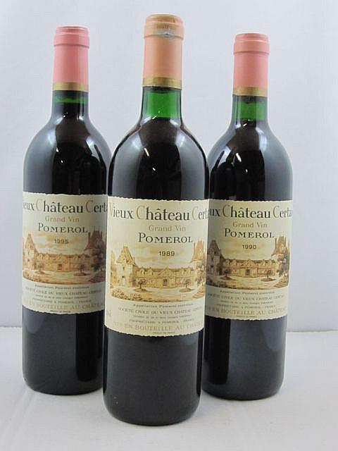 12 bouteilles 7 bts : VIEUX CHATEAU CERTAN Pomerol 1995 (tachées par papier de soie)