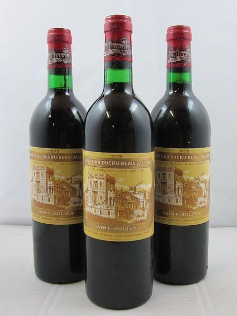 12 bouteilles CHÂTEAU DUCRU BEAUCAILLOU 1978 2è GC Saint Julien (étiquettes fanées) Caisse bois d'origine