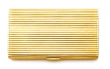 CARTIER ETUI A CIGARETTES RECTANGULAIRE En or jaune 18k (750), à sections navette fileté, l'intérieur à trois compartiments Da...