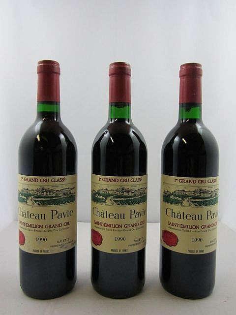 12 bouteilles CHÂTEAU PAVIE 1990 1er GCC (A) Saint Emilion (étiquettes fanées) Caisse bois d'origine
