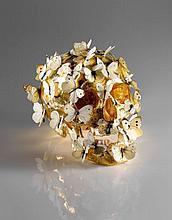 Philippe PASQUA Né en 1965 VANITE AUX PAPILLONS - CIRCA 1998 Crâne doré à la feuille d'or et papillons