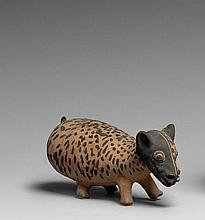 BELLE REPRÉSENTATION D'UN CERVIDÉ Culture Chancay, Côte centrale du Pérou 1000-1400 après J.-C. Céramique à engobe blanc crème et pe..