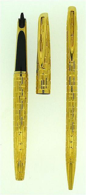 WATERMAN Parure plume + bille CF Crocodile, plaqué or, manque la plume, dans écrin velours noir.