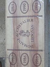 12 bouteilles CAISSE PANACHEE DOMAINE DE CHEVALIER :